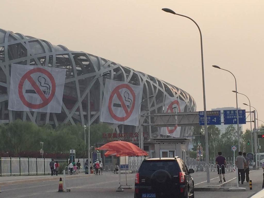 Afișe anti-fumat de pe Stadionul National din Beijing