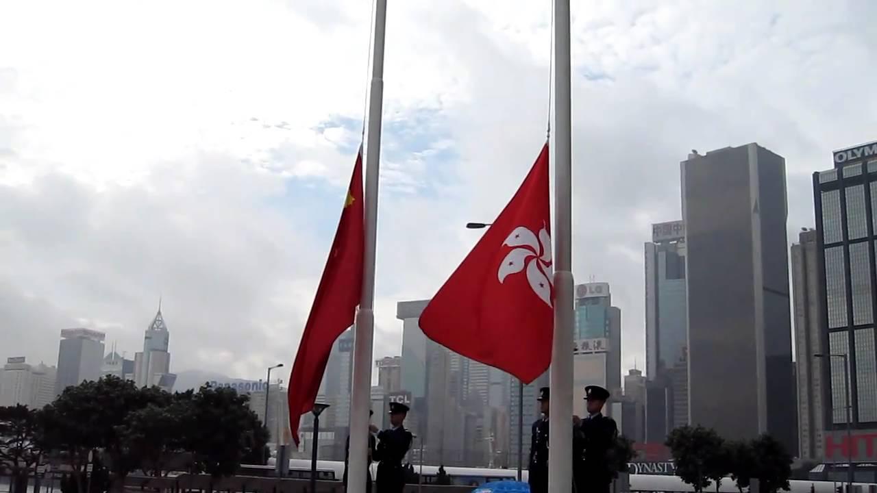 Steagul Chinei este arborat alături de cel al Hong Kong