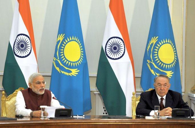 Narendra Modi si Nursultan Nazarbayev in Kazahstan