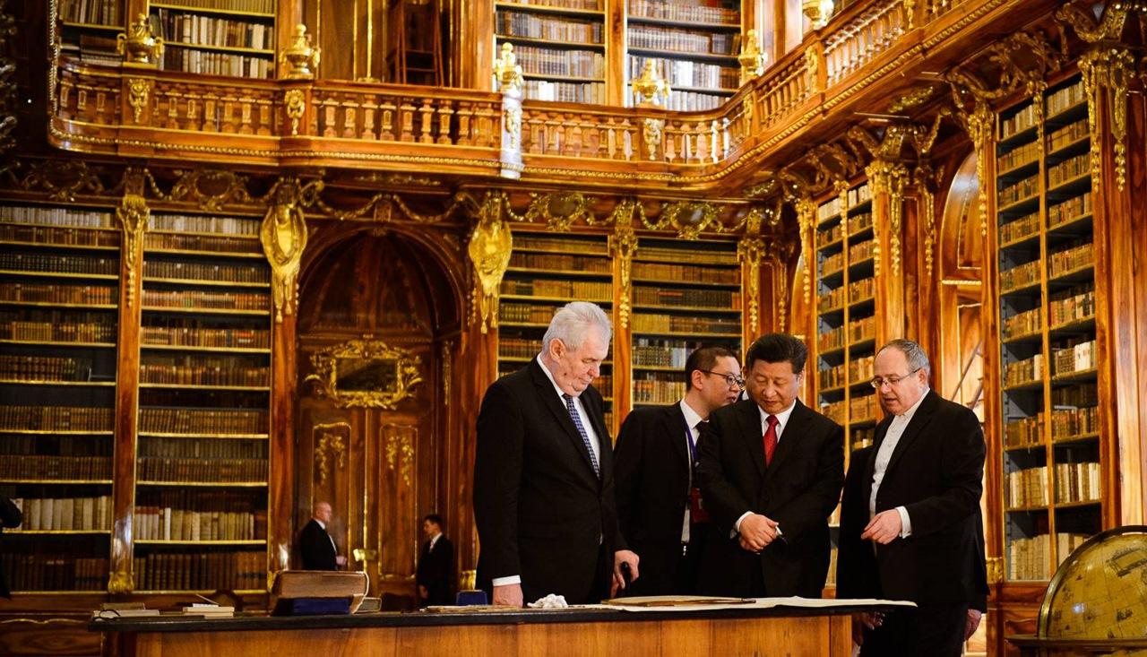 Xi Jinping si Miloš Zeman