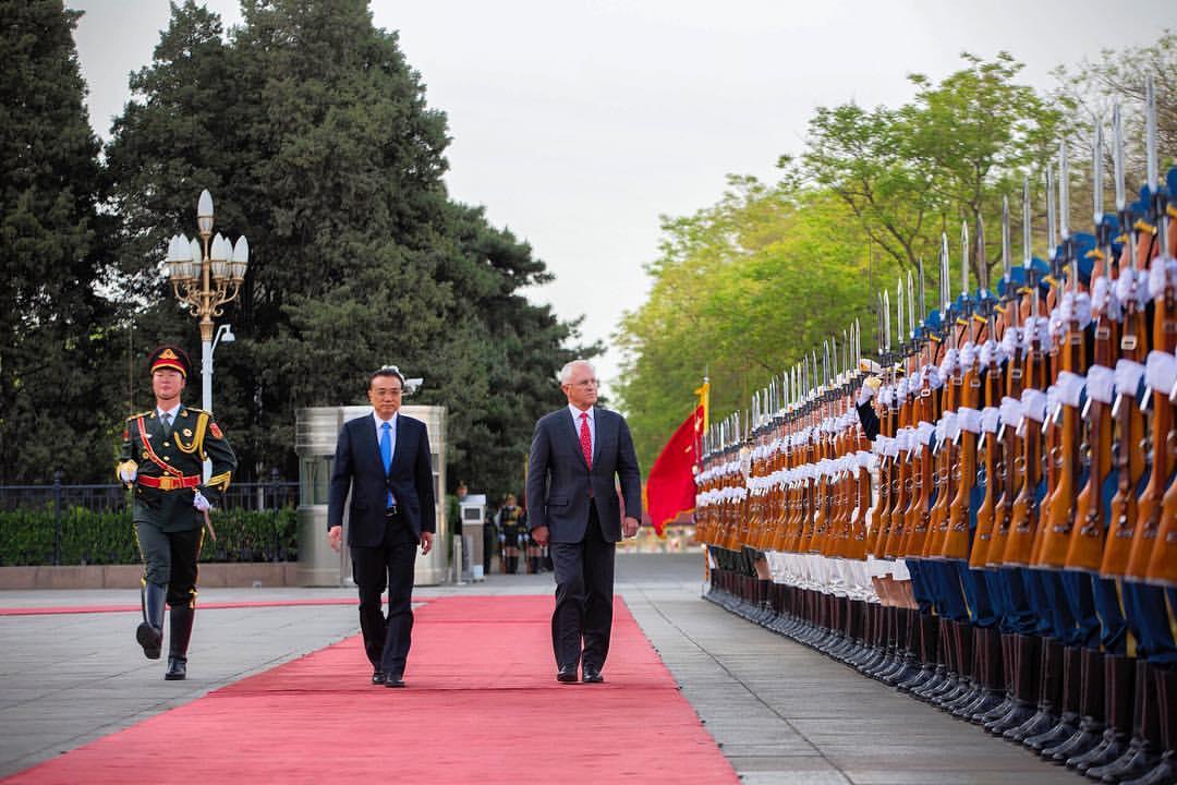 Malcolm Turnbull și premierul chinez Li Keqiang, în timpul vizitei lui Turnbull în China.
