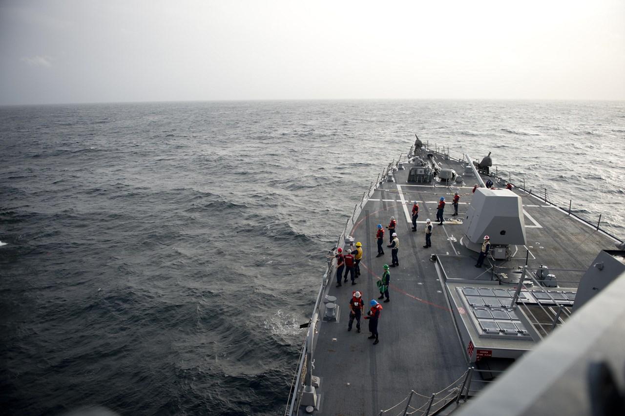 Distrugătorul american USS William P. Lawrence în Marea Arabiei