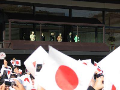 Împăratul Akihito, Împărăteasa Michiko și Prințul moștenitor Naruhito cu Prințesa moștenitoare Masako și Prințul Fumihito și Prințesa Akishino Kiko