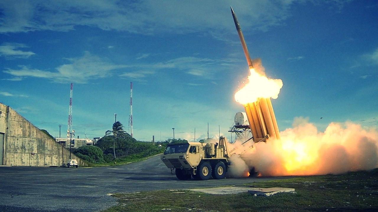 Lansare unei rachete folosind un lansator al sistemului THAAD