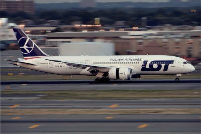 Avion Beoing 787 al companiei poloneze LOT