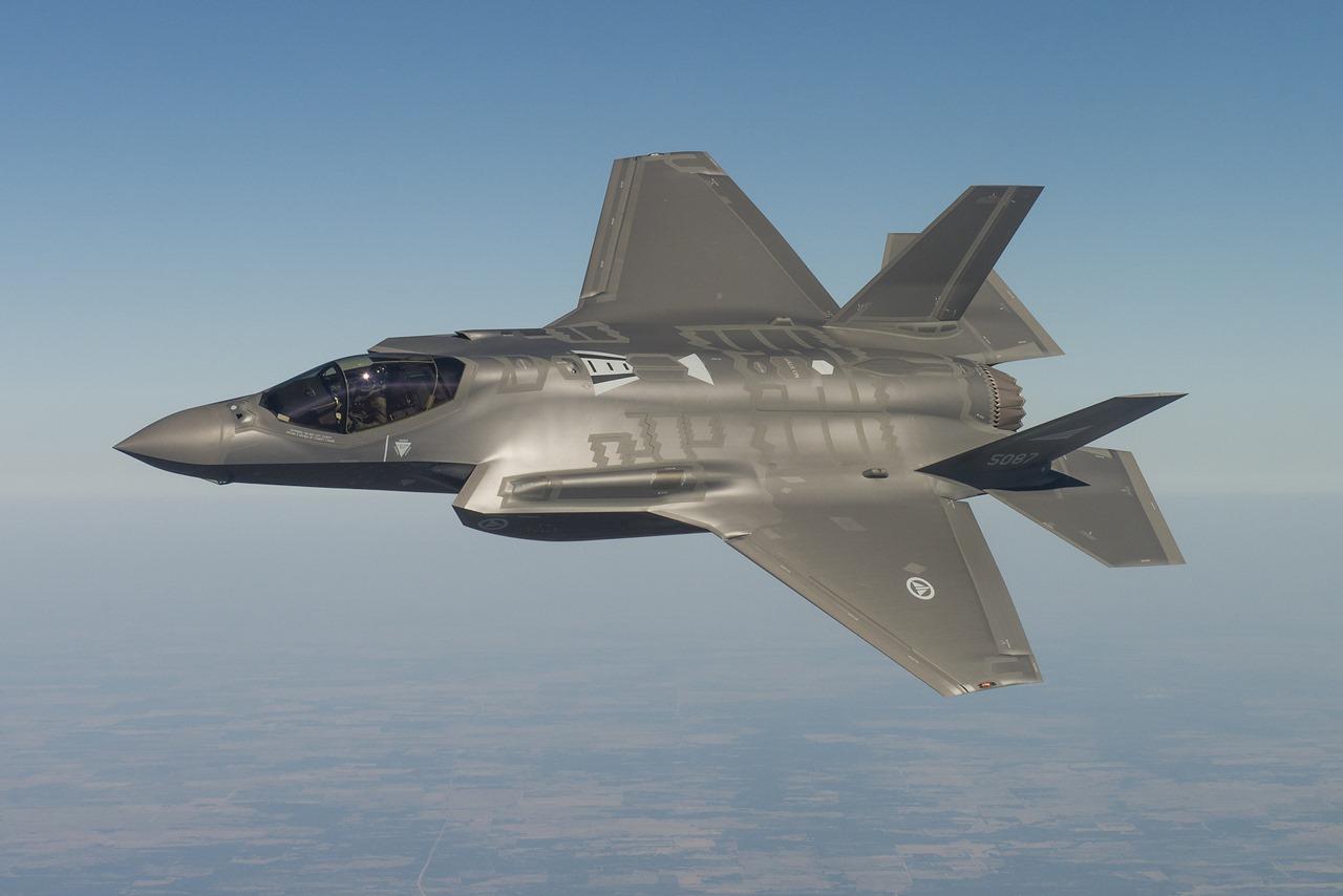 Testarea unui avion F-35 de către armata norvegiană