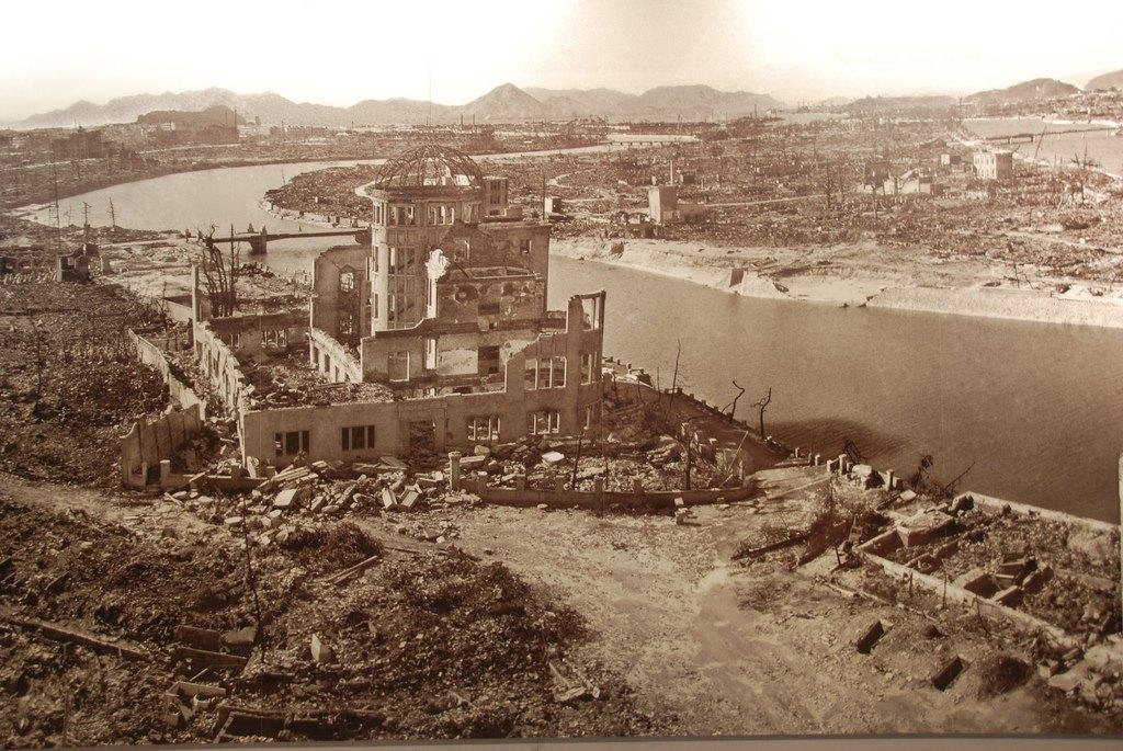 O poză din Muzeul Păcii din Hiroshima, care ilustrează distrugerea orașului, în urma bombadamentului nuclear de pe 6 august 1945