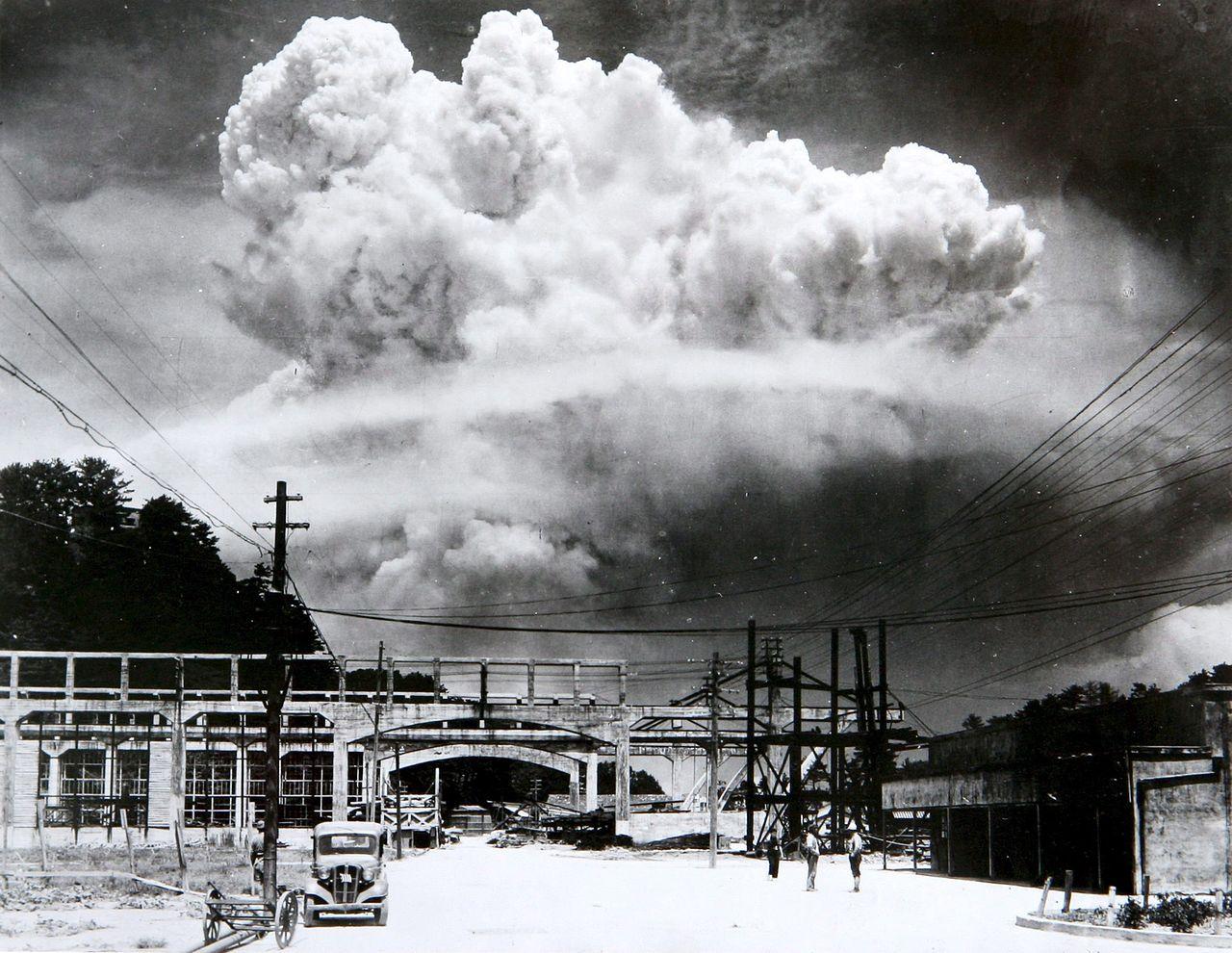 Ciuperca formată în urma exploziei nucleare din Nagasaki, de pe 9 august 1945