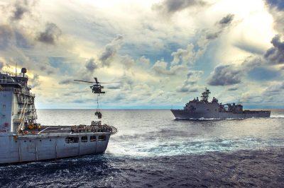 Navele USS Rushmore și USNS Walter S. Diehl în Marea Chinei de Sud