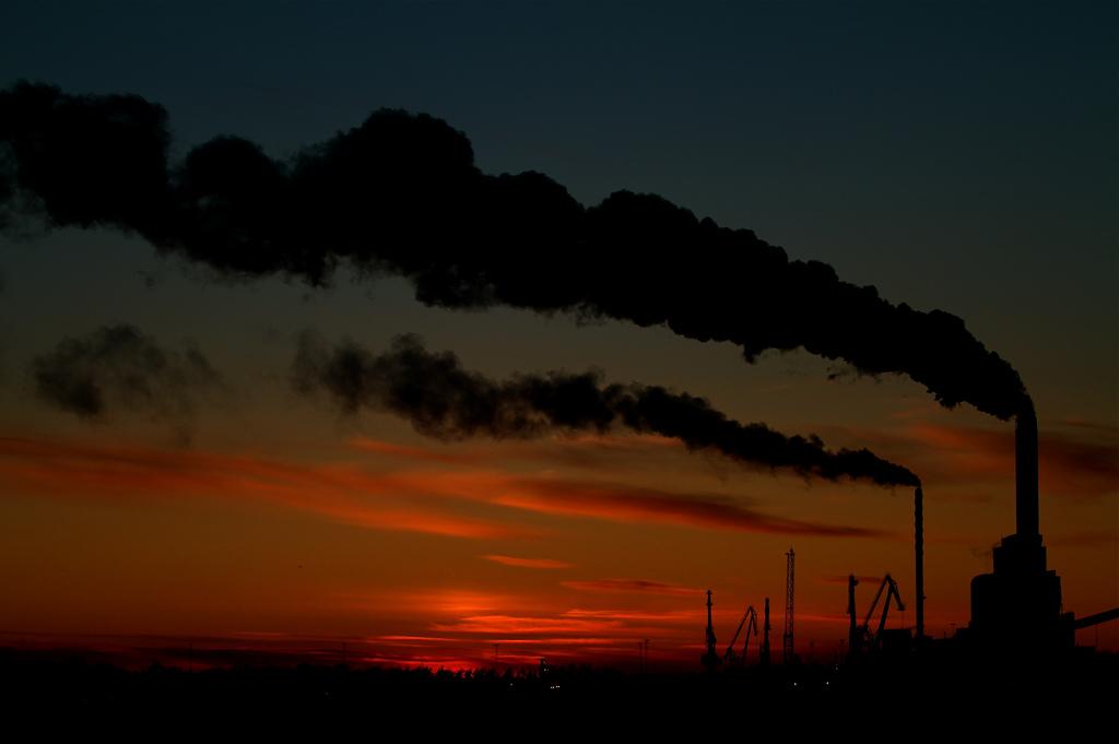 Poluarea produsă de o fabrică