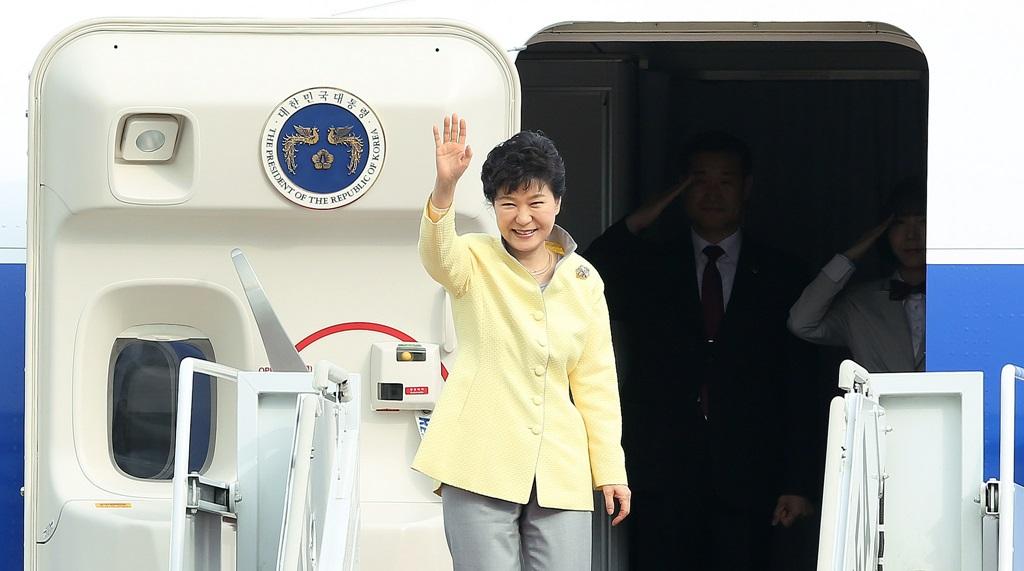 Președinta Coreei de Sud, Park Geun-hye, la îmbarcarea în avionul prezidențial