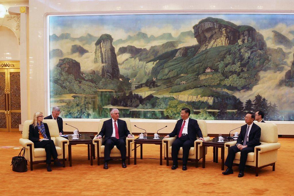 Secretatul de stat al SUA, Rex Tillerson, la întâlnirea cu președintele Chinei, Xi Jinping