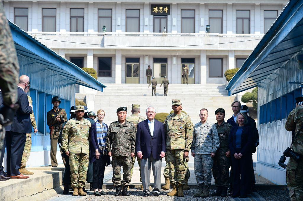 Secretarul de stat Rex Tillerson în Zona Demilitarizată din Peninsula Coreeană