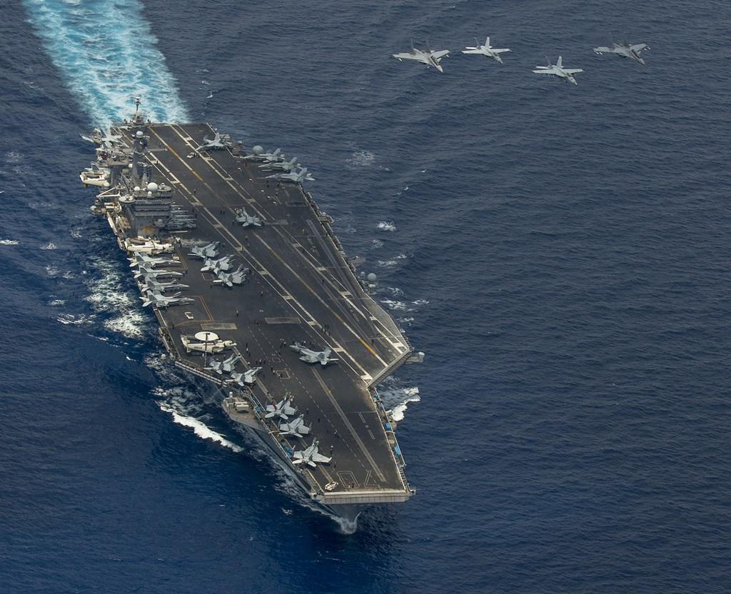 Portavionul USS Carl Vinson în Marea Chinei de Sud