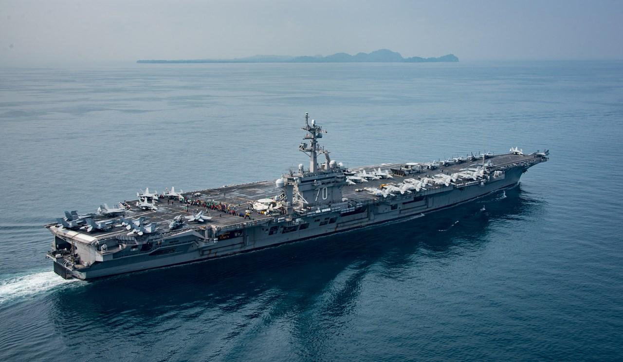 Portavionul USS Carl Vinson, în Strâmtoarea Sunda, din Indonezia, pe 14 aprilie 2017