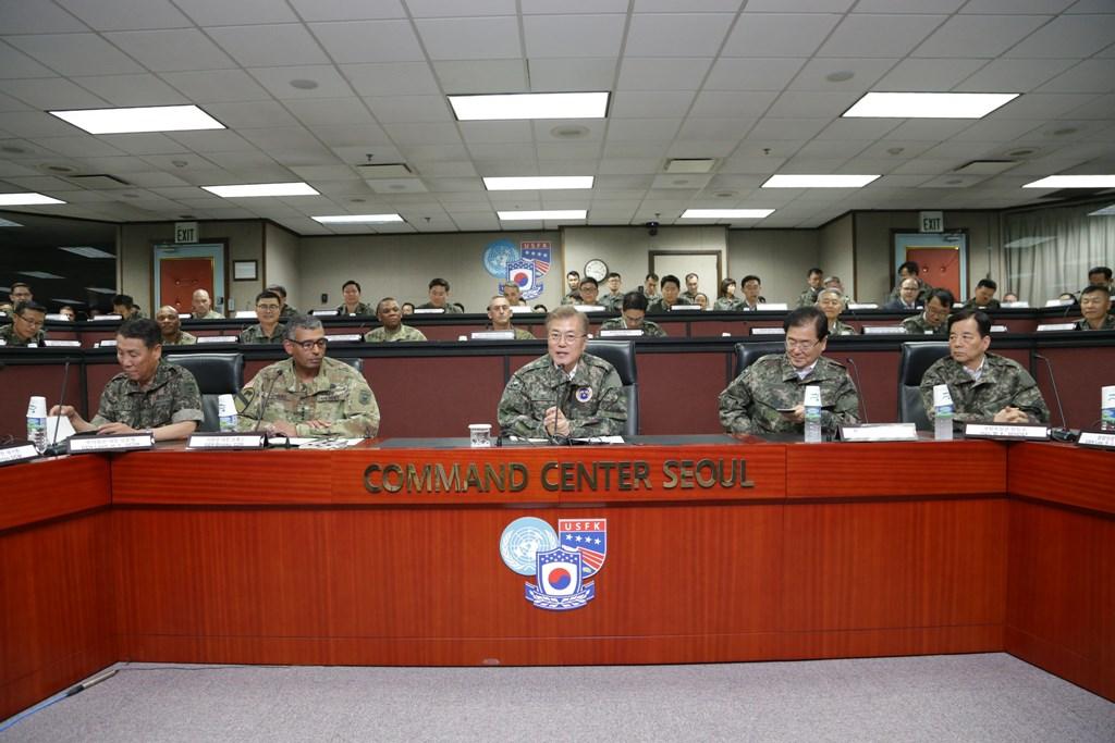 Moon Jae-in în vizită la baza militară Yongsan din Seul