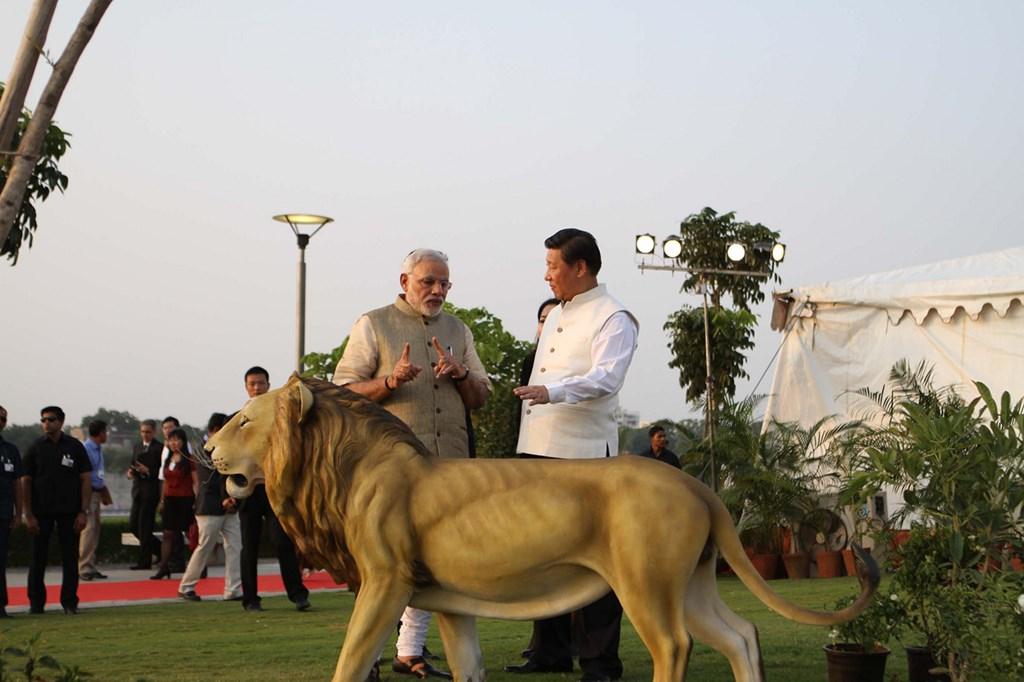 Prim-ministrul Indiei, Narendra Modi, și președintele Chinei, Xi Jinping, în timpul vizitei lui Xi în India, în 2014