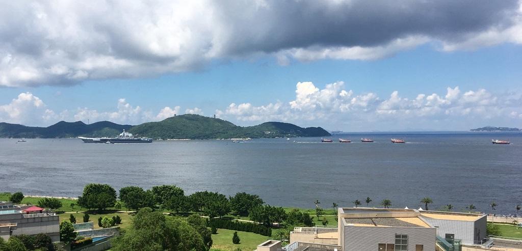 Portavionul chinez Liaoning, în Hong Kong, în iulie 2017