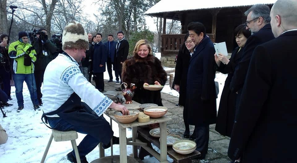 Prim-ministrul japonez Shinzo Abe la Muzeul Satului