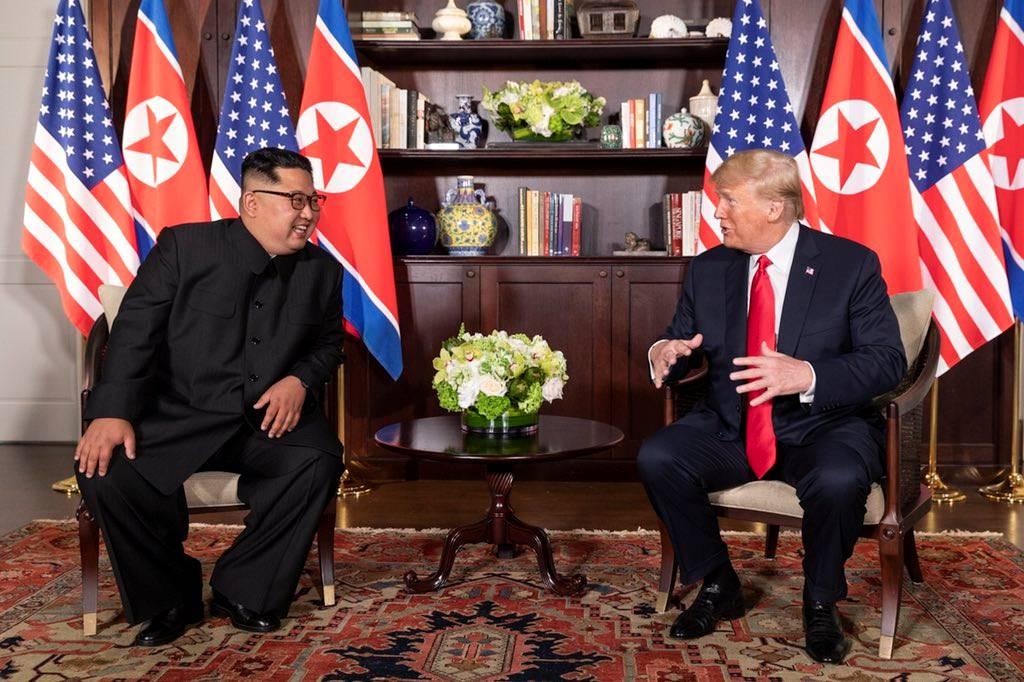 Donald Trump și Kim Jong-un în Hotelul Capella din Singapore