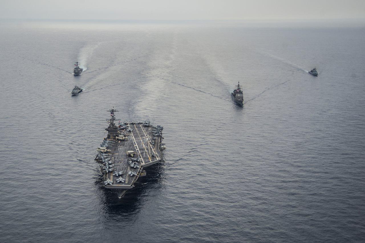 Portavion american USS George Washington in timpul unor exercitii navale SUA-Malaysia in Marea Chinei de Sud