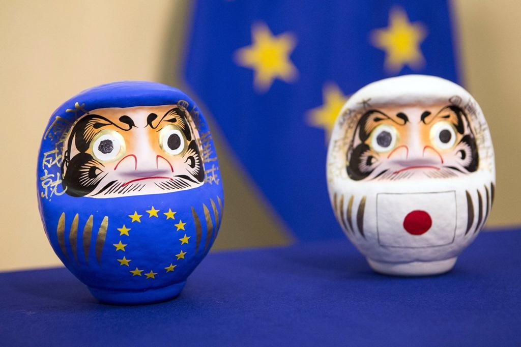 Papusi Daruma UE-Japonia